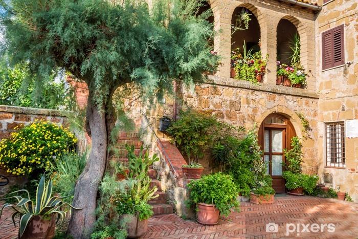 Fototapeta winylowa Piękny ganek w małym mieście w Toskanii - Tematy