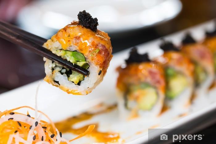 Naklejka Pixerstick Roll Sushi z czarnymi pałeczkami - Sushi