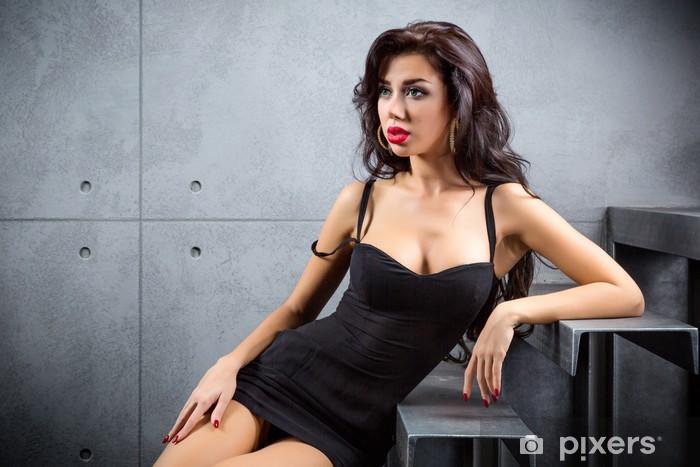 18e4d5db5f Carta da Parati in Vinile Sexy donna bruna seduta sulle scale - Donne