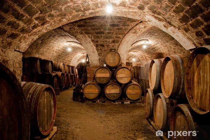 Papier peint vinyle Barils dans une cave à vin hongrois - Alcool