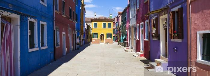 Fototapeta winylowa Panoramiczny widok kolorowych ulicy w Burano -