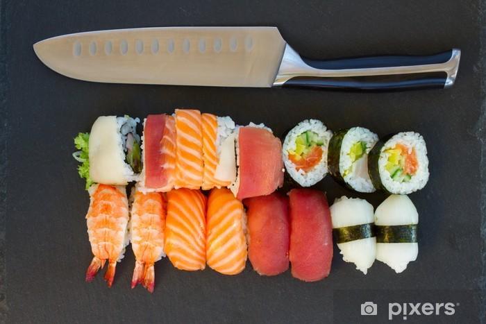 Papier peint vinyle Déjeuner avec plat de sushi - Sushi