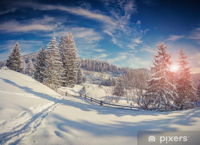 Vinyl-Fototapete Schöne Winterlandschaft in den Bergen - Jahreszeiten