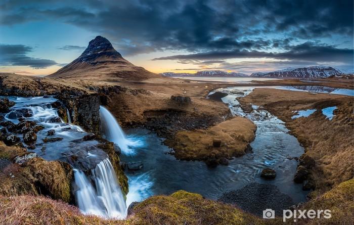 Papier peint vinyle Islande paysage - Lever de soleil à Mt. Kirkjufell - Thèmes