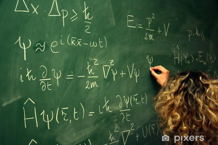 Papier peint vinyle Étudiante écrivant des équations au tableau - Education
