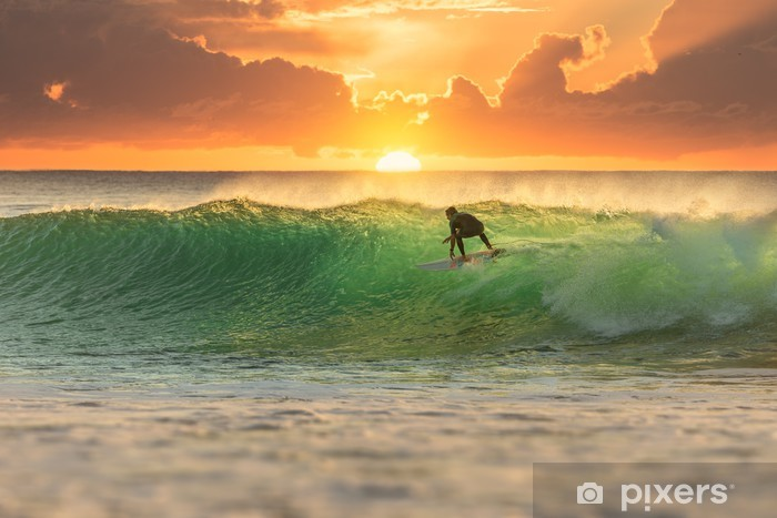 Mural de Parede Autoadesivo Surfista que surfa em Sunrise - iStaging