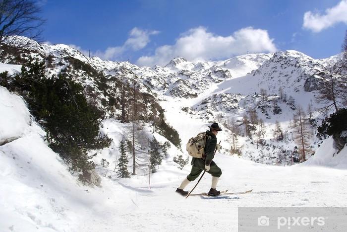 Papier peint vinyle Skier avec des skis d'époque - Sports d'hiver