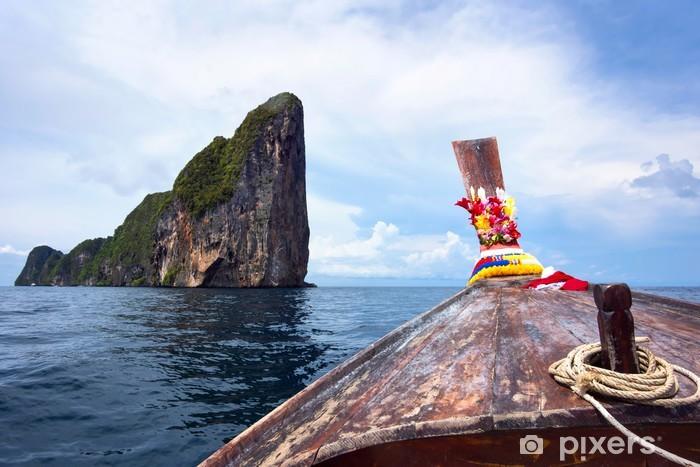 Naklejka Pixerstick Tradycyjny długi ogon łodzi w Koh Phi Phi w Tajlandii - Azja
