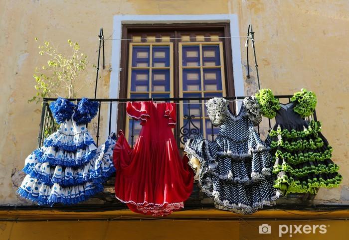 Sticker Pixerstick Robes de flamenco traditionnel à une maison à Malaga, Espagne - Villes européennes