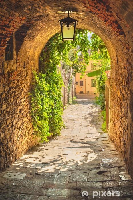 Papier peint vinyle Vieilles rues d'une ville toscane médiévale. - Vacances
