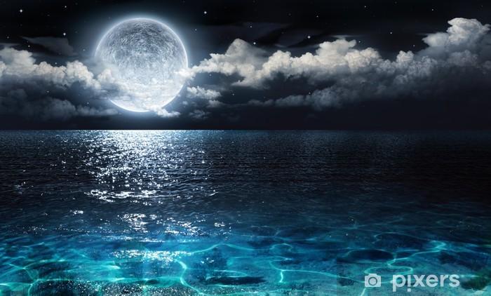 Fototapeta winylowa Romantyczne i malownicze panoramy z pełni księżyca na morzu do nocy - Woda
