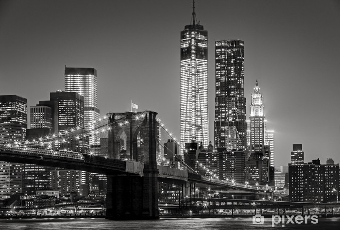 Mural de Parede Autoadesivo New York by night. Brooklyn Bridge, Lower Manhattan – Black an -