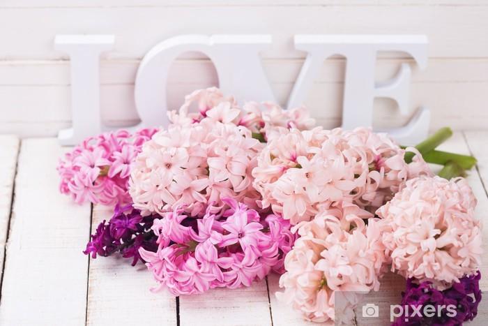 Fototapeta winylowa Świeże kwiaty i słowo miłość - Święta międzynarodowe