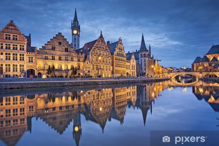 Vinyl Fotobehang Gent. Afbeelding van Gent, België tijdens de schemering blauwe uur. - Europa