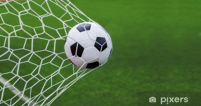 Sticker Pixerstick Ballon de soccer dans les buts avec backgroung vert - Articles de sport