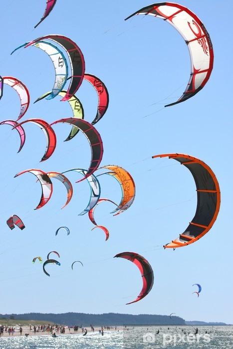 Papier peint vinyle Kiteboarding cerfs-volants dans le ciel - Sports aquatiques