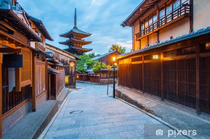 Sticker Pixerstick Pagode japonaise et ancienne maison à Kyoto au crépuscule - Monuments