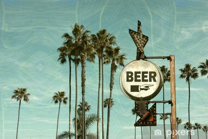 Pixerstick-klistremerke Eldre og slitt vintage bilde av ølskilt på stranden med palmer - Drikker