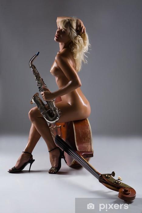 Naklejka Pixerstick Naga kobieta z saksofon siedzi na starym kontrabas - Tematy