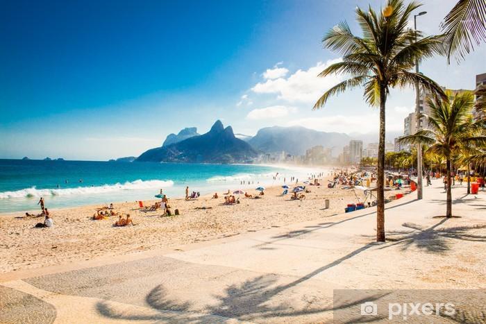 Vinyl Fotobehang Palmen en Two Brothers berg op strand van Ipanema, Rio de Janeiro - Brazilië