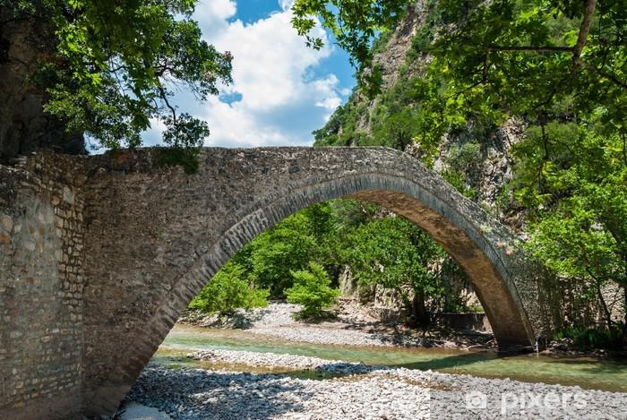 Fototapeta winylowa Stary kamienny most Viniani w Evrytania, Grecja - Zabytki