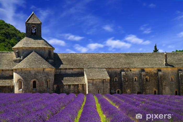 Papier peint vinyle Abbaye de Sénanque et les lignes de floraison fleurs de lavande. Gordes, Lu - Thèmes