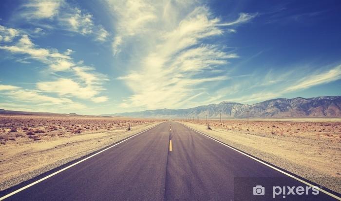 Carta da Parati in Vinile Autostrada stile country d'epoca negli Stati Uniti, concetto di avventura di viaggio. - Viaggi