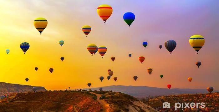 Papier peint vinyle Ballons CappadociaTurkey. - Dans les airs