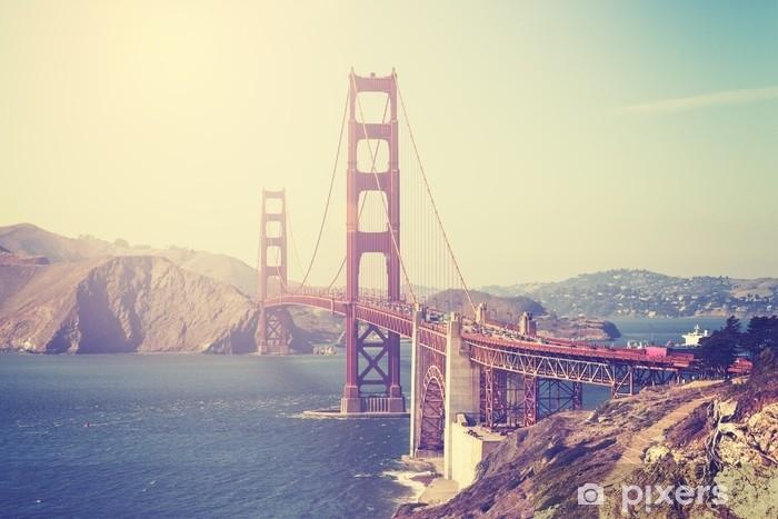 Pixerstick-klistremerke Vintage tonet bilde av golden gate broen, san francisco. - Reise