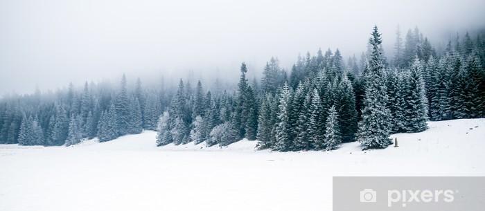 Vinilo para Nevera Bosque blanco del invierno con nieve, fondo de Navidad - iStaging