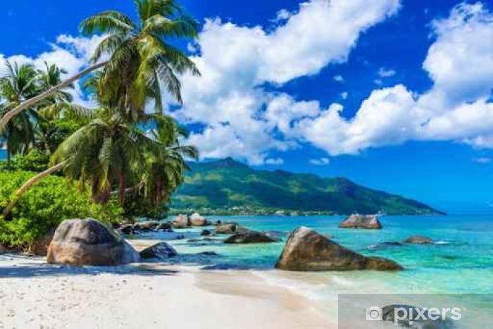 Vinilo Pixerstick Baie Beau Vallon - Playa en la isla de Mahé en las Seychelles - Paisajes