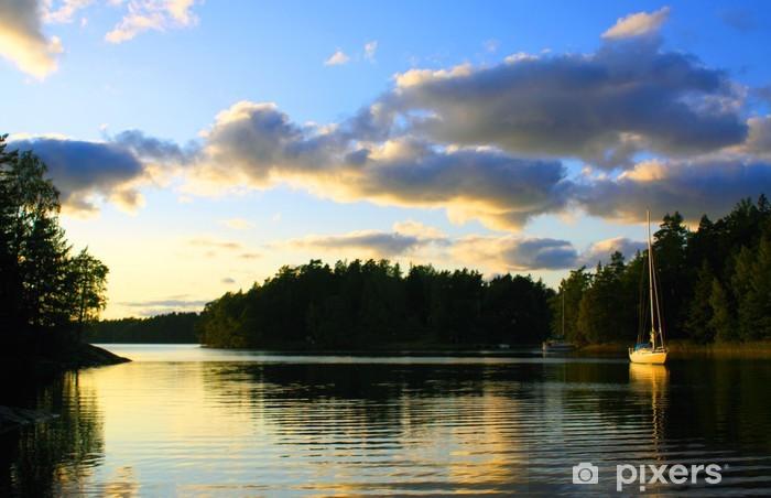 Vinyl Fotobehang Een zeilboot in een romantisch waterlandschap - Europa