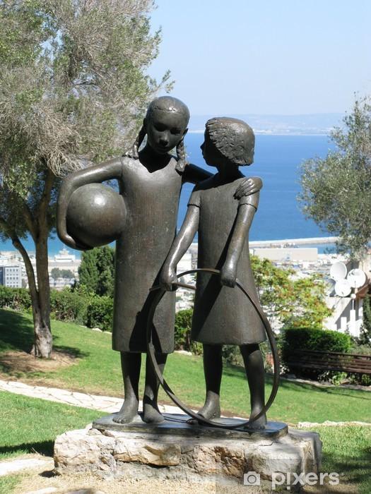 Vinylová fototapeta Подружки.Скульптура Урсулы Малбин в парке в Хайфе. Израиль - Vinylová fototapeta
