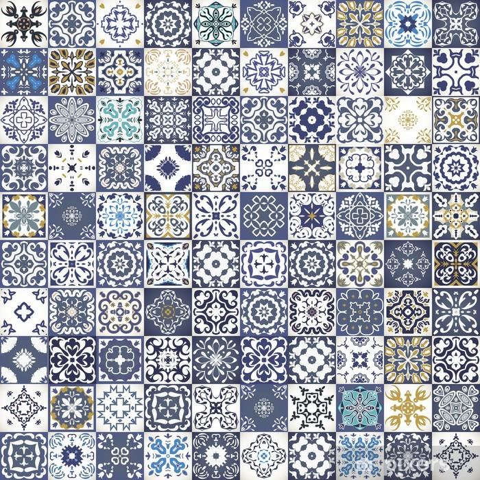 Vinyl Fotobehang Prachtige bloemen patchwork design. Kleurrijke Marokkaanse of mediterrane vierkante tegels, tribale ornamenten. Voor behangdruk, patroonvullingen, webpagina achtergrond, oppervlaktestructuren. Indigo blauw wit blauwgroen - Privé Gebouwen