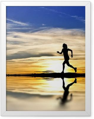 corriendo por la orilla del lago Framed Poster