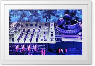 Gerahmtes Poster DJ-Mixer mit Kopfhörern