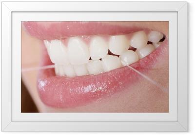 Zahnpflege mit Zahnseide Framed Poster