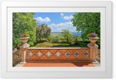 Gerahmtes Poster Blick von der Burg Terrasse. Novello, Norditalien.