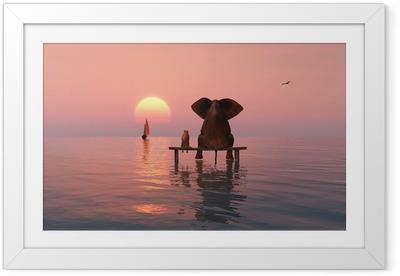 Póster Enmarcado El elefante y el perro sentado en el medio del mar