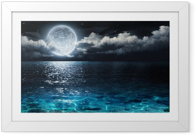 Romanttinen ja luonnonkaunis panoraama täysikuudella merestä öiseen aikaan Kehystetty juliste
