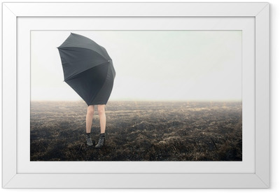 Plakat w ramie Dziewczyna z parasol na czarnym polu