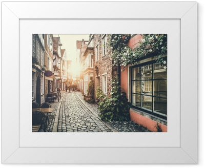 3a3dfff60334 Póster com Moldura Historic street in Europe at sunset with retro vintage  effect