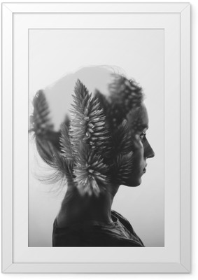 Ingelijste Poster Creative dubbele belichting met het portret van een jong meisje en bloemen, zwart-wit