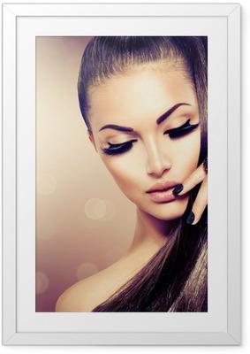Ingelijste Poster Beauty Fashion Model meisje met lange gezond bruin haar