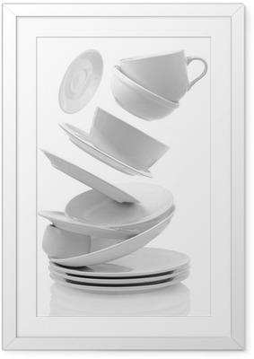 Poster en cadre Assiettes et tasses vides propre isolé sur blanc