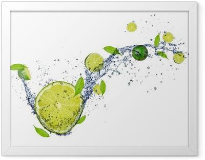 Ingelijste Poster Verse kalk in het water splash, geïsoleerd op witte achtergrond