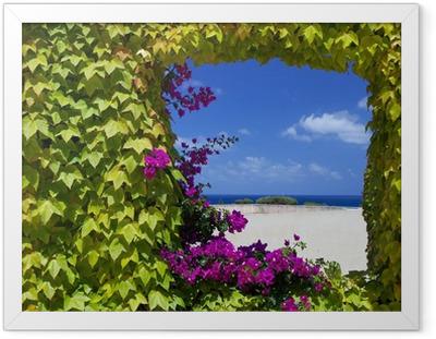 Gerahmtes Poster Fenster mit natürlichen Blumen von Petunien.