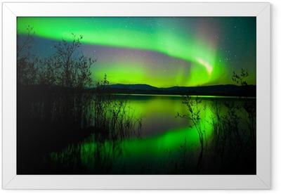 Ingelijste Poster Northern lights weerspiegeld op meer