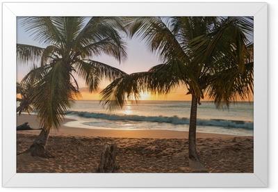 Solnedgang strand palmetræer bølger Indrammet plakat