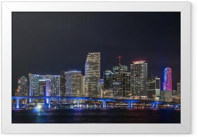 Póster com Moldura Panorámica del centro financiero de Miami en la noche